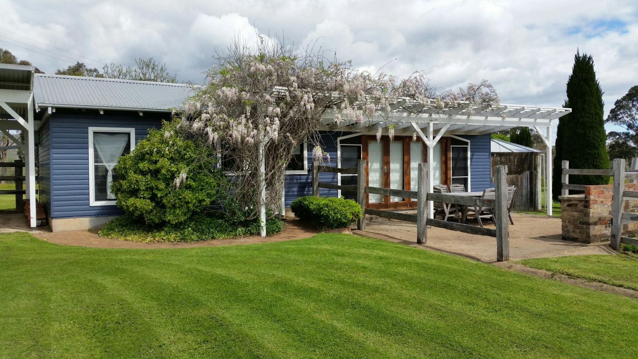Book Holiday Accommodation in Hunter Valley at Windybank Estate